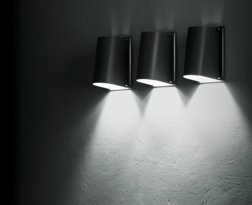 https://www.lichtbedenkers.nl/site/bega/$FILE/Bega%20Boom%20wandlamp.jpg